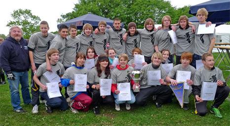 Sieger beim 1. Drachenbootrennen auf dem Aasee, das Team von Opis Rennboot vom St. Georg Gymnasium - Foto: Petra Taubach